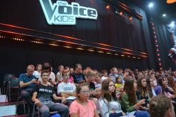 "Uczniowie na nagraniu programu""The Voice Kids''."
